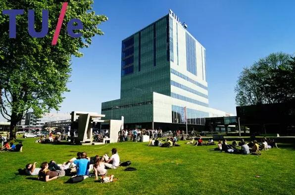 在荷兰留学申请中,荷兰的三大理工大学是留学生争相申请的顶尖院校,作为世界理工科院校翘楚,在这里你可以充分发挥想象和能力,展现理工科的创新理念,而且荷兰留学费用相对较低,让您享受高性价比留学的前提下,感受世界名校的力量。   埃因霍芬理工大学   埃因霍芬理工大学(Eindhoven University of Technology, 缩写为TU/e) 创立于1956年,是荷兰乃至全欧洲最负盛名的理工科大学之一。其高质量的教学,科研在荷兰国内和国际上都具有极高知名度。并且在诸多领域对国家的发展皆有巨大贡