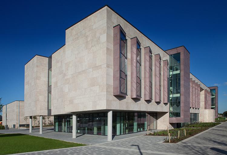 UCD Sutherland法学院在最新的THE排名中排名前50.jpg