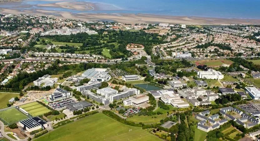 都柏林大學坐落于使館區的校園占地350公畝.webp.jpg