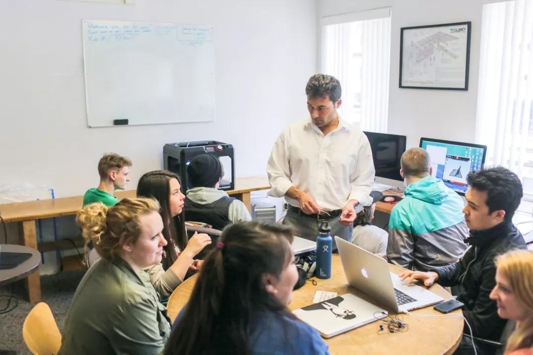 西华盛顿大学的供应链管理专业毕业生的就业率达到约100%.webp.jpg