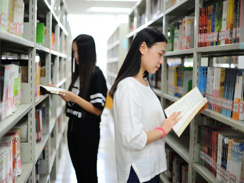北京科技职业学院图书馆.jpg